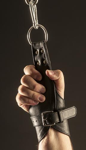 Lederhandschellen für die Aussetzung