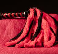 Kurzes rotes / schwarzes Schamanenpeitsche